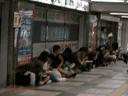写真:ヨドバシ上大岡店の前に並ぶ者たち